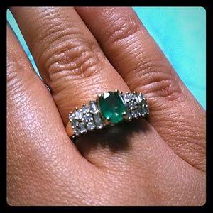 14k Gold Emerald & Diamonds Ring